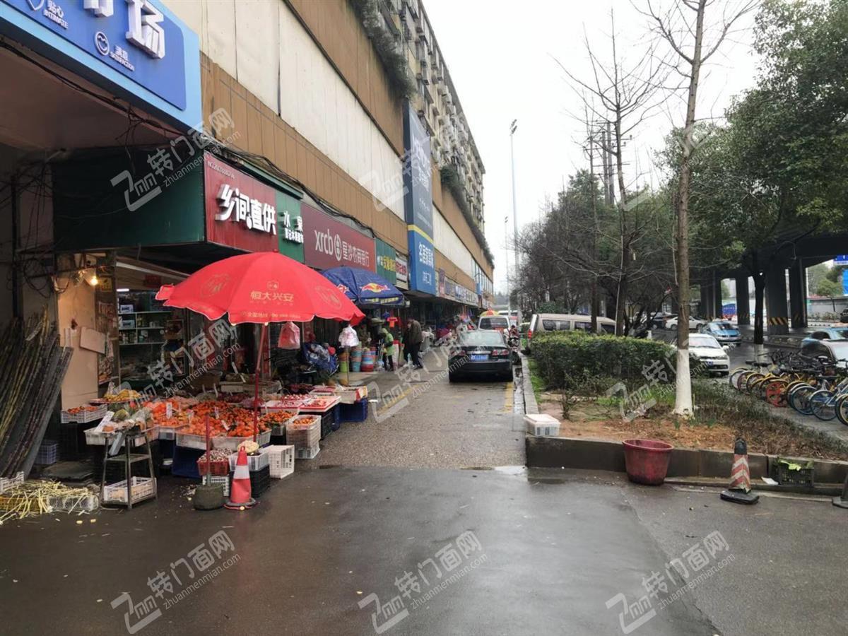大型成熟市场26㎡临街旺铺空转(带阁楼)